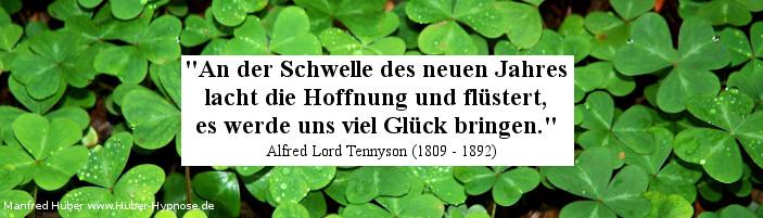 Glückszitat Nr. 13 - An der Schwelle des neuen Jahres lacht die Hoffnung und flüstert, es werde uns viel Glück bringen. Alfred Lord Tennyson (1809 - 1892)